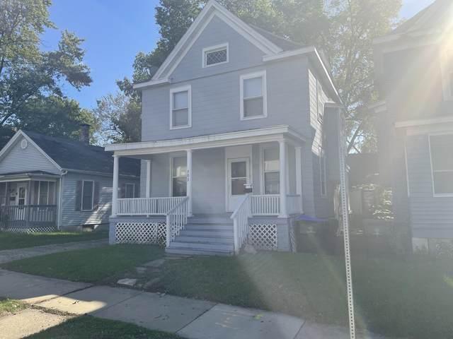703 E Market Street, Bloomington, IL 61701 (MLS #11252505) :: Jacqui Miller Homes