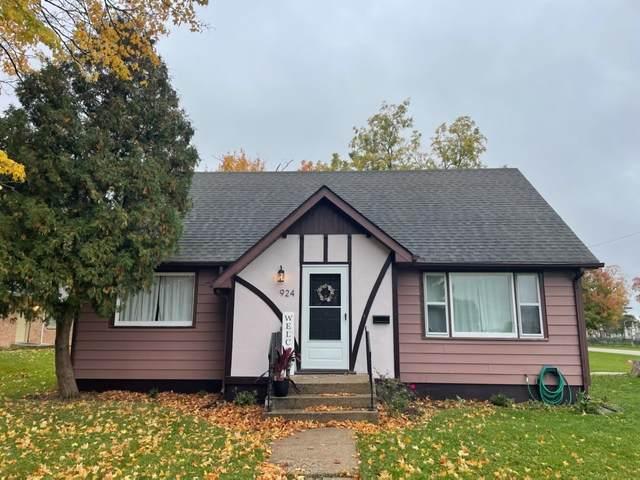 924 Wayne Street, Belvidere, IL 61008 (MLS #11252579) :: Jacqui Miller Homes