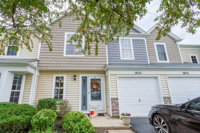 1654 College Green Drive, Elgin, IL 60123 (MLS #11255731) :: John Lyons Real Estate