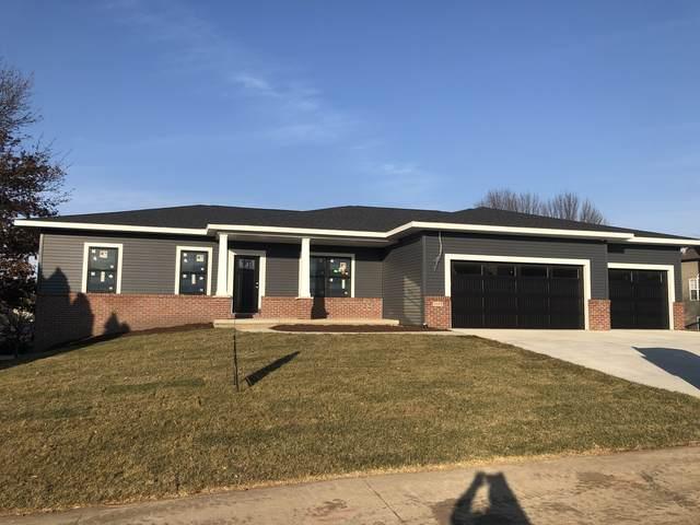 3103 Fox Creek Road, Bloomington, IL 61705 (MLS #10935382) :: John Lyons Real Estate