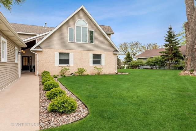 4022 W Lake Shore Drive, Wonder Lake, IL 60097 (MLS #11056275) :: Helen Oliveri Real Estate