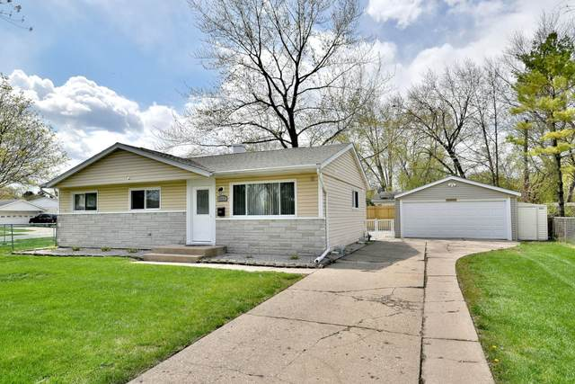 242 W Norman Lane, Wheeling, IL 60090 (MLS #11062421) :: Helen Oliveri Real Estate