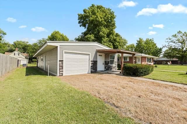 106 W Scott Street, Tuscola, IL 61953 (MLS #11201162) :: Littlefield Group