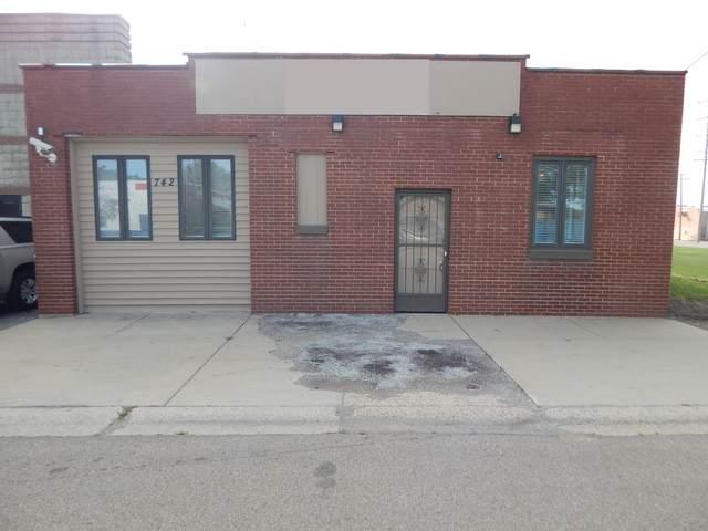 742 N Highland Avenue, Aurora, IL 60506 (MLS #11229924) :: Schoon Family Group