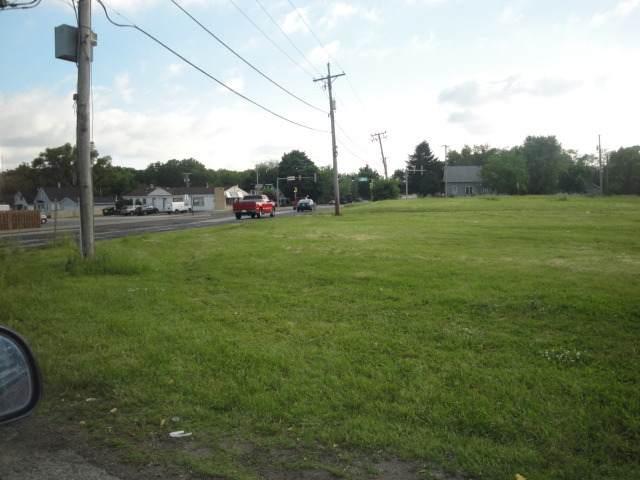 1607 Maple Road - Photo 1