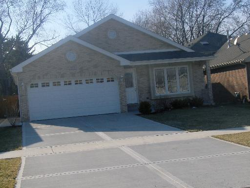 17801 Cloverview Drive, Tinley Park, IL 60477 (MLS #09344338) :: The Mattz Mega Group