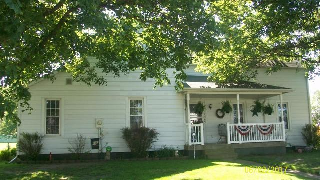 102 St Charles Street, Beaverville, IL 60912 (MLS #09645975) :: Domain Realty