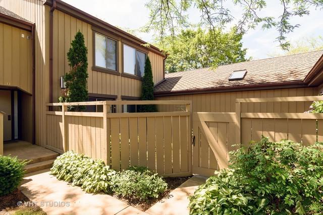 1250 D W Oak Hill Road 1250-D, Lake Barrington, IL 60010 (MLS #09661876) :: The Jacobs Group