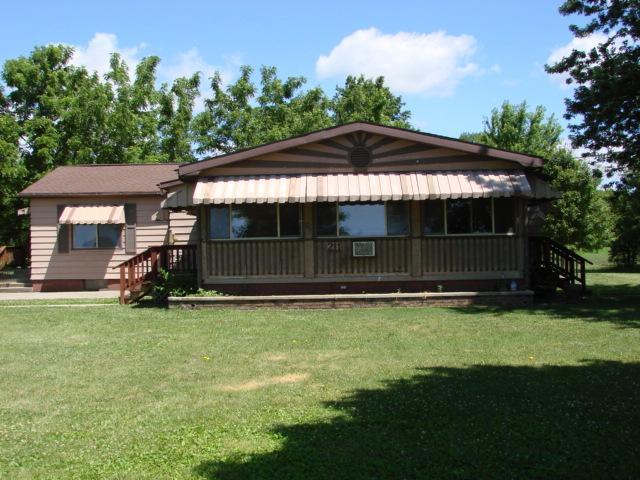 211 Canal Street, Tampico, IL 61283 (MLS #09664242) :: Lewke Partners