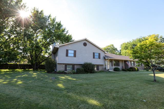 661 Linda Court, Woodstock, IL 60098 (MLS #09667726) :: Lewke Partners