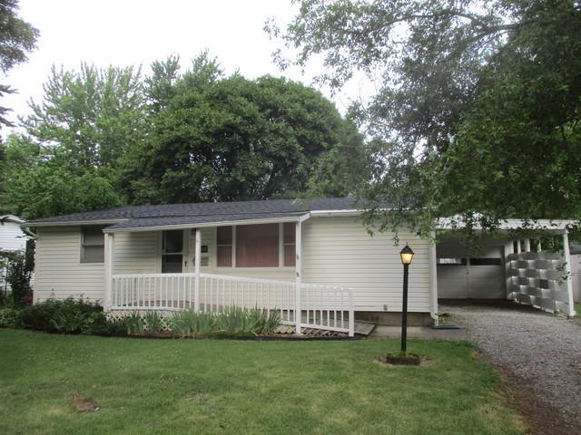 1010 S Pleasantview Drive, Tuscola, IL 61953 (MLS #09668231) :: Littlefield Group