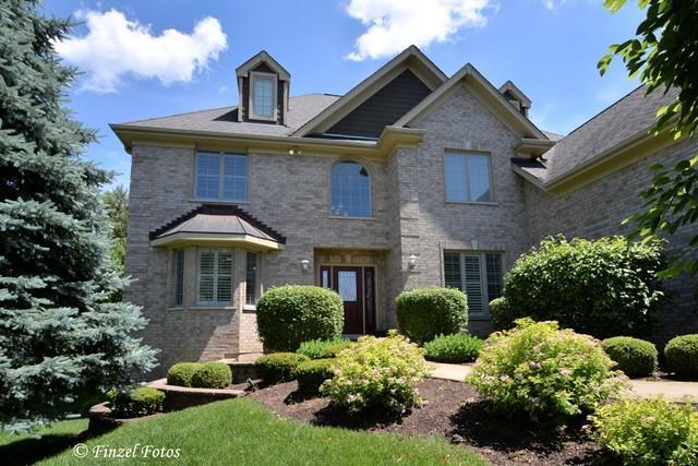 4310 S Heritage Hills Road, Prairie Grove, IL 60012 (MLS #09669531) :: Lewke Partners