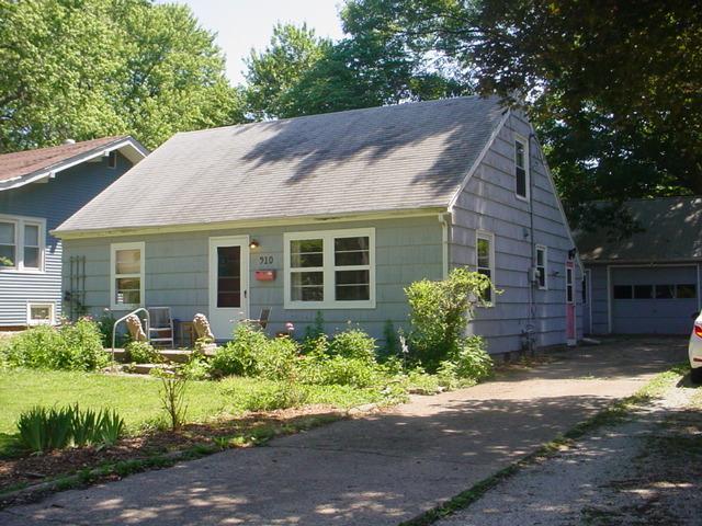910 S Lynn Street, Urbana, IL 61801 (MLS #09670583) :: Littlefield Group