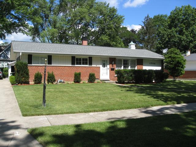 1704 N Walnut Avenue, Arlington Heights, IL 60004 (MLS #09670631) :: The Jacobs Group