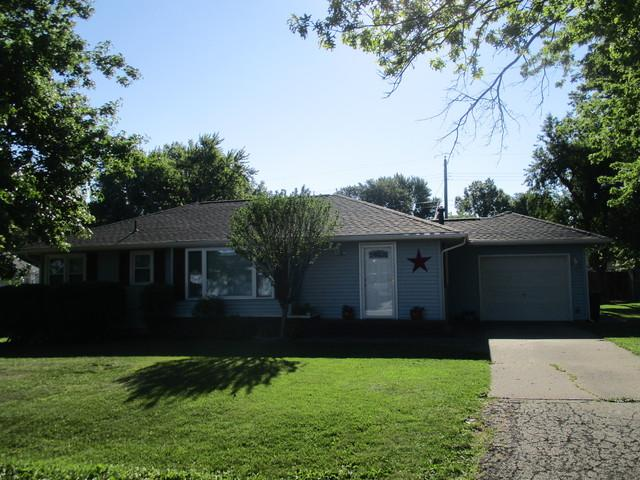 709 Southland Circle Drive, Tuscola, IL 61953 (MLS #09670900) :: Littlefield Group
