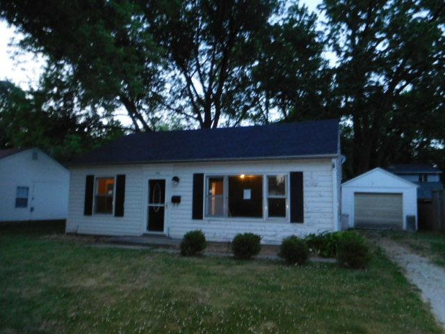 906 E Fairlawn Drive, Urbana, IL 61801 (MLS #09671825) :: Littlefield Group