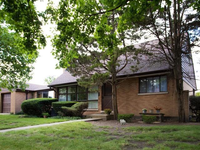3400 W Albion Avenue, Lincolnwood, IL 60712 (MLS #09672120) :: Lewke Partners