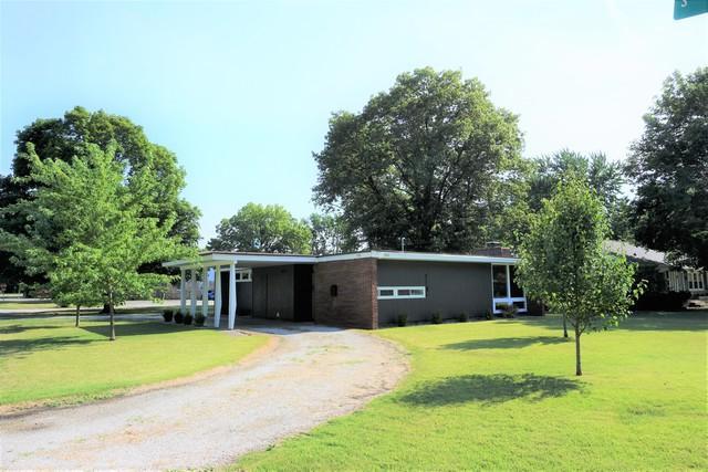 800 E Scott Street, Tuscola, IL 61953 (MLS #09680547) :: Littlefield Group