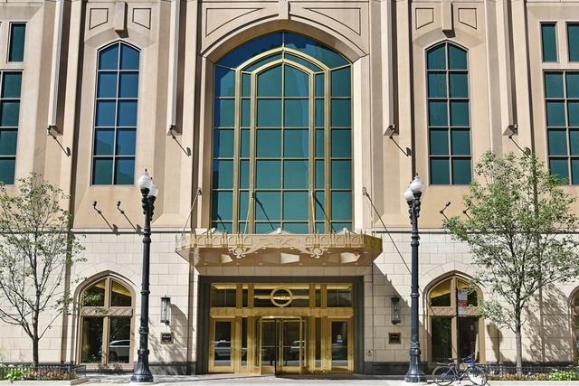 21 E Huron Street #1407, Chicago, IL 60611 (MLS #09680914) :: Berkshire Hathaway Koenig Rubloff - Carroll Real Estate Group