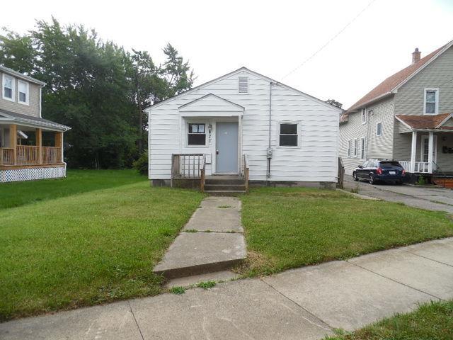 921 Claim Street, Aurora, IL 60505 (MLS #09697734) :: The Dena Furlow Team - Keller Williams Realty