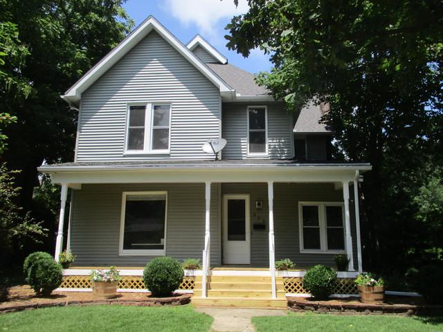 304 E Houghton Street, Tuscola, IL 61953 (MLS #09700404) :: Littlefield Group