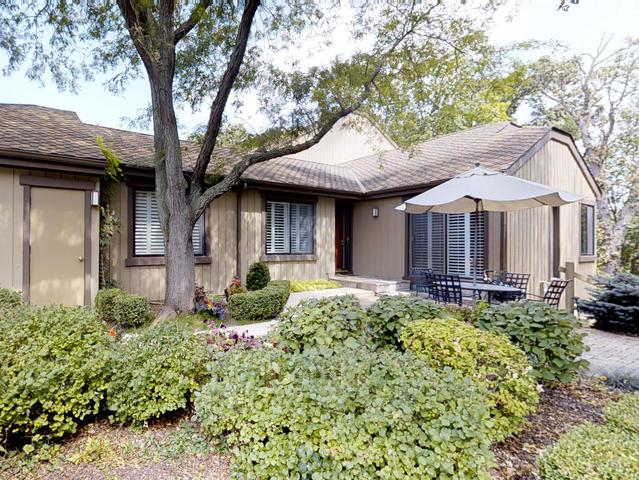245 Bluff Court #245, Lake Barrington, IL 60010 (MLS #09721520) :: The Jacobs Group