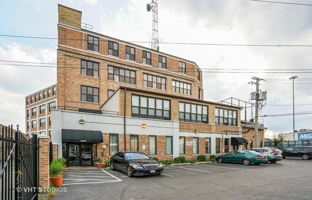 2675 W Grand Avenue #404, Chicago, IL 60612 (MLS #09722537) :: The Perotti Group