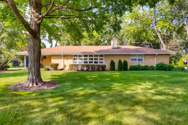 2301 S Westwood Lane, Palatine, IL 60067 (MLS #09724008) :: The Schwabe Group