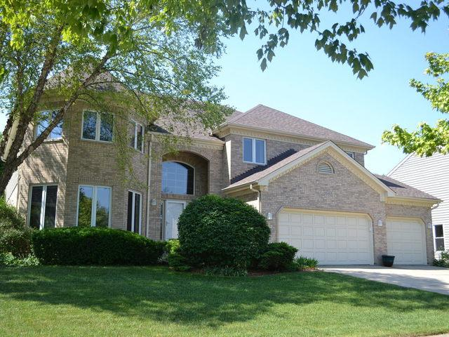1001 Wedgewood Drive, Crystal Lake, IL 60014 (MLS #09724807) :: Lewke Partners
