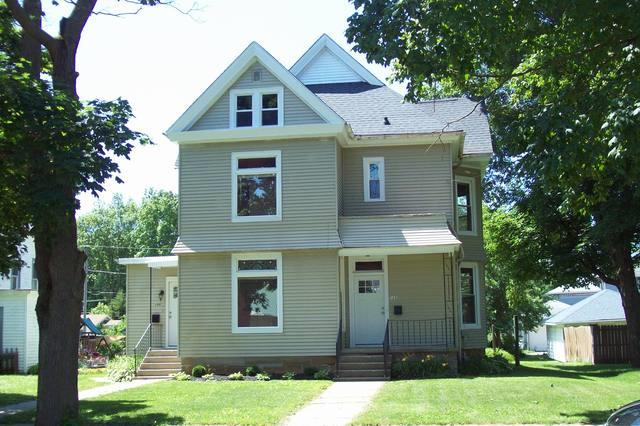 105 W Wall Street, Morrison, IL 61270 (MLS #09725175) :: Helen Oliveri Real Estate