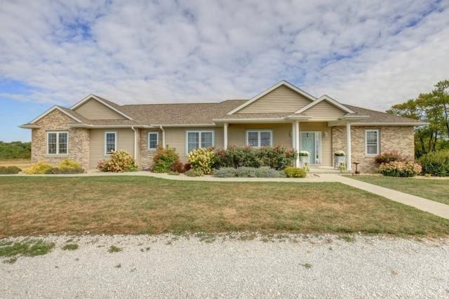 1480 E Co Road 640 N, Tuscola, IL 61953 (MLS #09726171) :: Littlefield Group