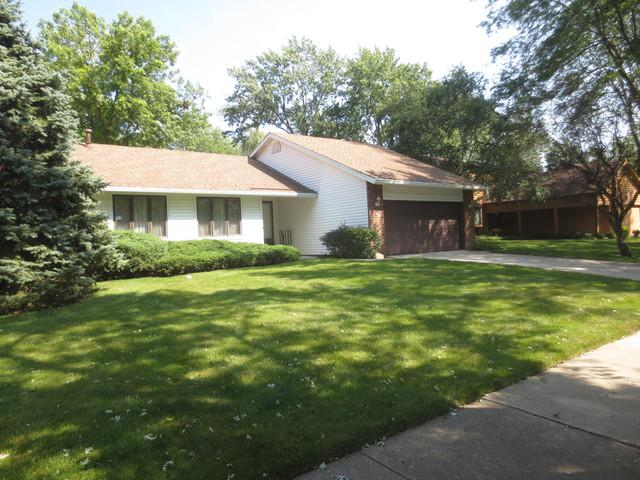 1055 N Thackeray Drive, Palatine, IL 60067 (MLS #09727049) :: The Jacobs Group