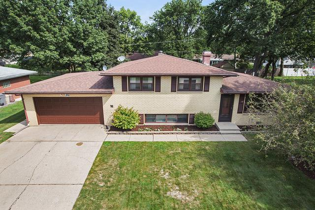 206 Birch Drive, Shorewood, IL 60404 (MLS #09729835) :: Angie Faron with RE/MAX Ultimate Professionals
