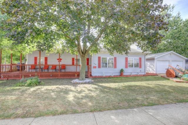404 N Prairie Street, Tuscola, IL 61953 (MLS #09745124) :: Littlefield Group