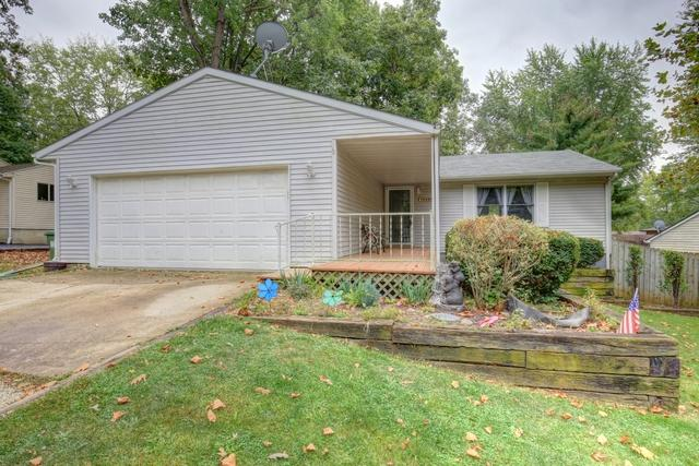 1005 E Pin Oak Drive, Mahomet, IL 61853 (MLS #09748175) :: Littlefield Group