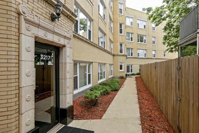 3217 N Francisco Avenue 1W, Chicago, IL 60618 (MLS #09753617) :: Domain Realty