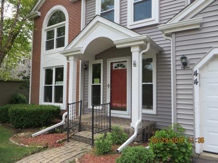 44 Royal Oak Drive, Vernon Hills, IL 60061 (MLS #09755056) :: Helen Oliveri Real Estate