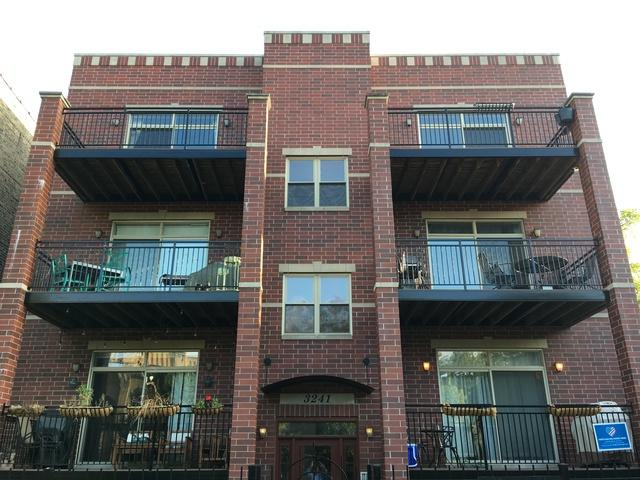 3241 W Palmer Street 3W, Chicago, IL 60647 (MLS #09755808) :: Domain Realty