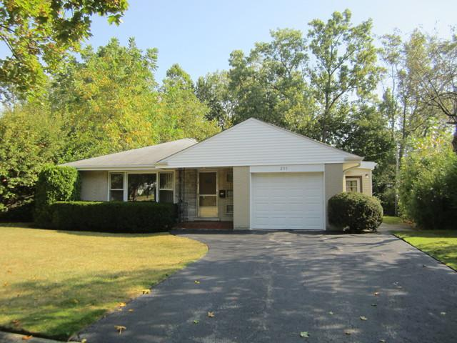 255 Riverside Drive, Northfield, IL 60093 (MLS #09757214) :: Helen Oliveri Real Estate