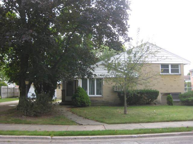 5735 Capri Lane, Morton Grove, IL 60053 (MLS #09757389) :: Helen Oliveri Real Estate