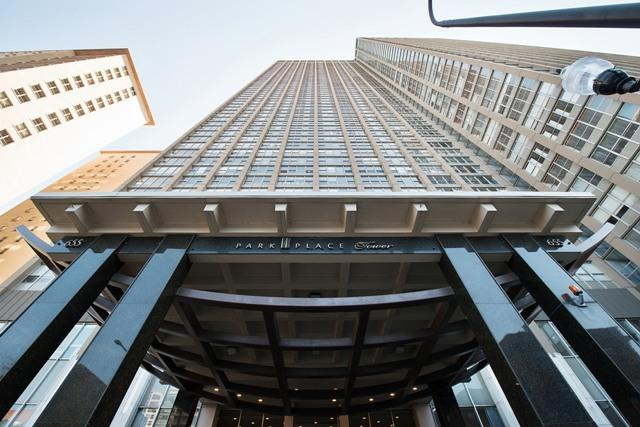 655 W Irving Park Road #5203, Chicago, IL 60613 (MLS #09757783) :: Property Consultants Realty