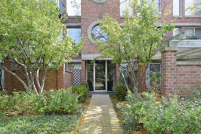 5040 Arbor Lane #302, Northfield, IL 60093 (MLS #09757844) :: Helen Oliveri Real Estate