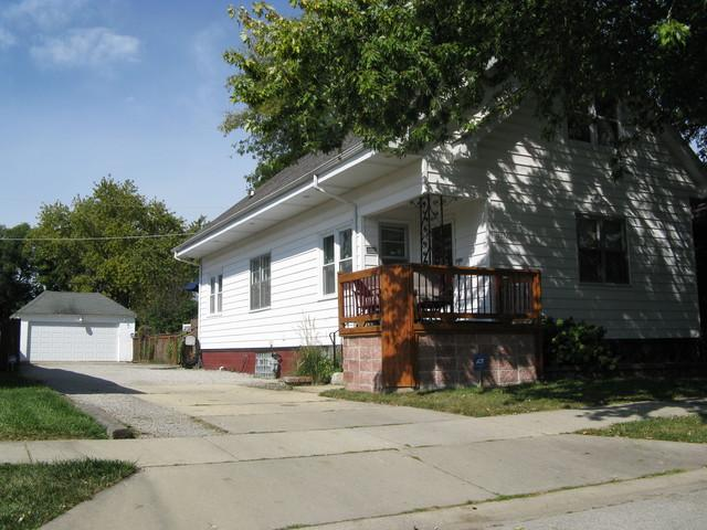 1011 Clement Street, Joliet, IL 60435 (MLS #09757867) :: Ani Real Estate