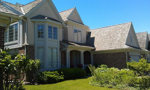 1827 Waterbury Circle, Glenview, IL 60025 (MLS #09757970) :: Helen Oliveri Real Estate