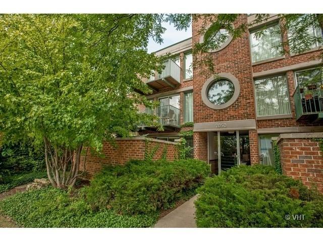 7050 Arbor Lane #204, Northfield, IL 60093 (MLS #09758570) :: Helen Oliveri Real Estate