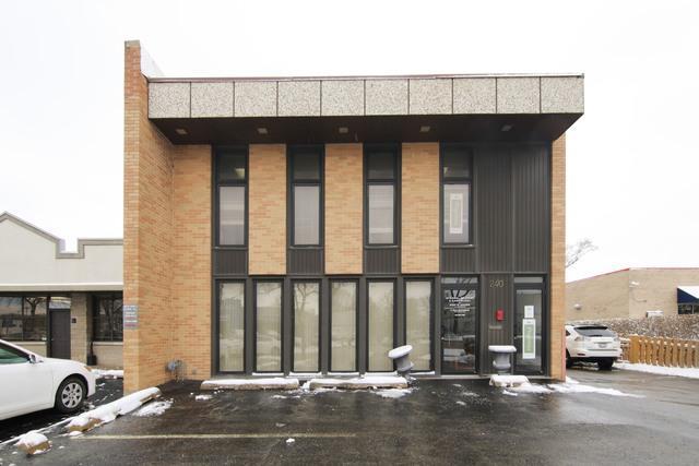 240 Waukegan Road, Glenview, IL 60025 (MLS #09758672) :: Helen Oliveri Real Estate