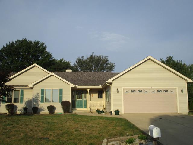 17 N Prairieview Avenue, Tuscola, IL 61953 (MLS #09758701) :: Littlefield Group