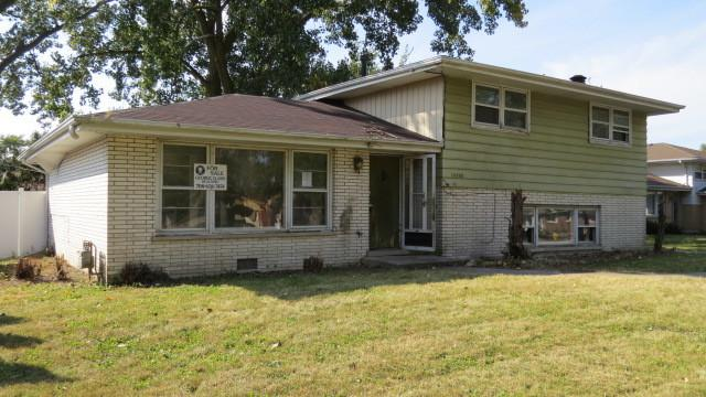 10408 S 82nd Avenue, Palos Hills, IL 60465 (MLS #09758996) :: The Wexler Group at Keller Williams Preferred Realty
