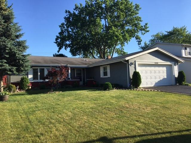 1805 W Thornwood Lane, Mount Prospect, IL 60056 (MLS #09759036) :: Helen Oliveri Real Estate