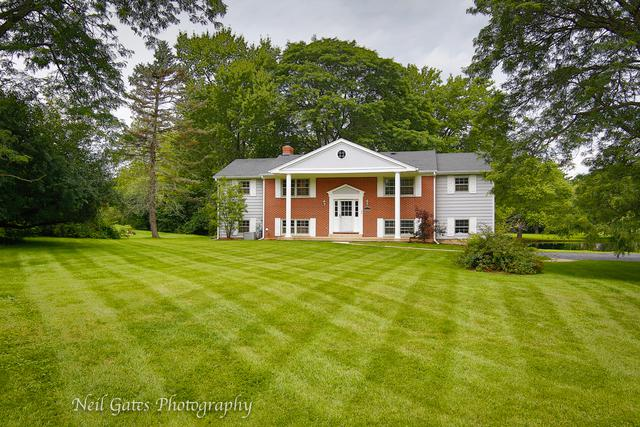 136 Wedgewood Drive, Barrington, IL 60010 (MLS #09776918) :: The Jacobs Group